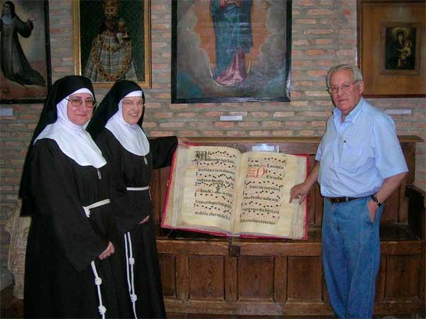 Libros restaurados y expuestos en el museo de Santa Clara de Carrión de los Condes