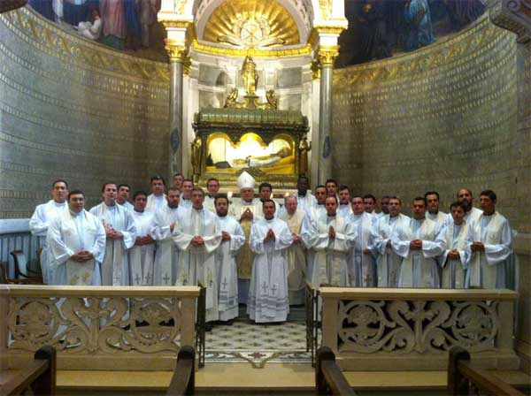 Córdoba - Peregrinación en Francia del Obispo con presbíteros de la Diócesis