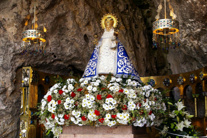 Virgen de Covadonga santina