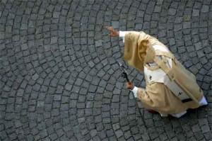 benedicto XVI saludo