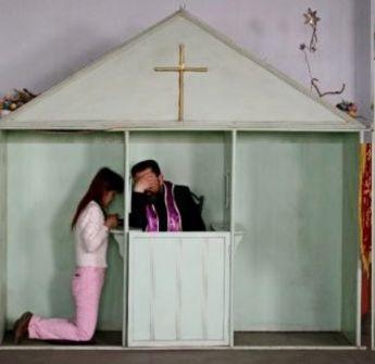 https://www.revistaecclesia.com/wp-content/uploads/2012/11/iglesia-china-confesionario_big.jpg
