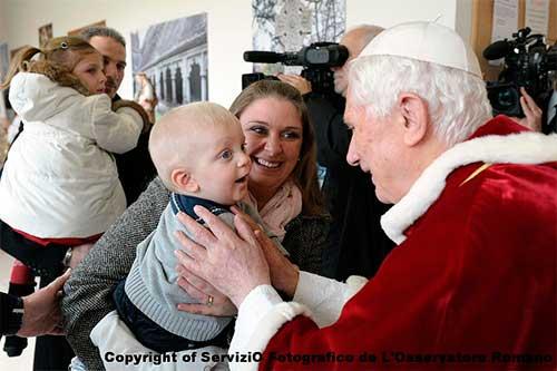 Benedicto-XVI-ninos-navidad