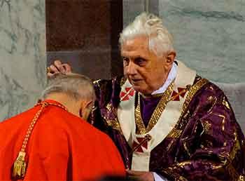 Benedicto-XVI-ceniza