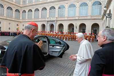 Bertone-Benedicto-XVI-despedida