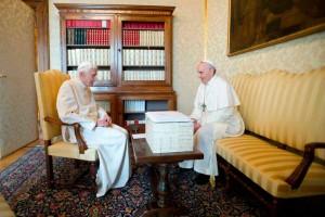 encuentro-Papa-Francisco-Benedicto-XVI-8