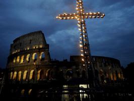 via crucis coliseo de roma