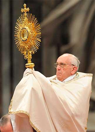 papa-eucaristia-corpus