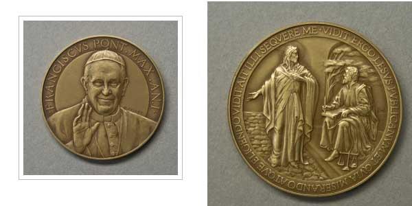 medalla-oficial-papa-francisco