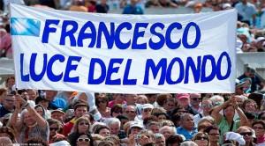 papa francisco luz del mundo 300x166 La Evangelii gaudium en 30 frases e ideas claves