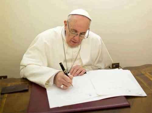 papa-francisco-firma