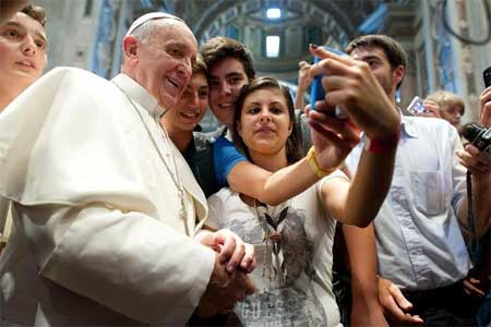 papa-francisco-movil-jovenes