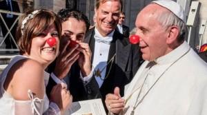 papa francisco novios payaso