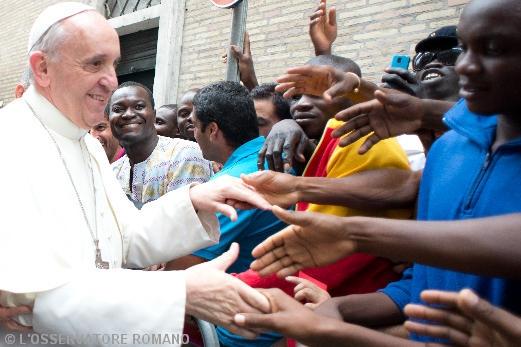 papa francisco saluda jovenes