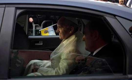 papa-francisco-seguridad-coche