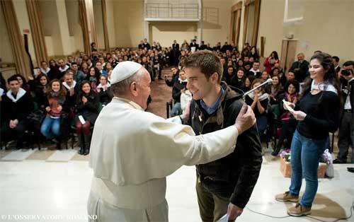 Resultado de imagen para el papa y los jovenes