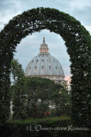 En los jardines del vaticano cena para los necesitados de for Jardines vaticanos