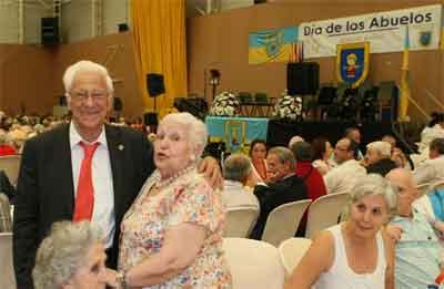 padre-angel-abuelos