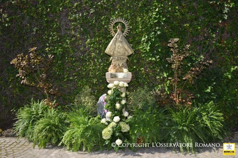 Virgen decaridad del cobre est en jardines vaticanos for Los jardines de la cartuja