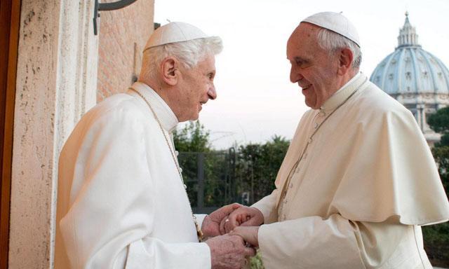 benedicto XVI y papa francisco