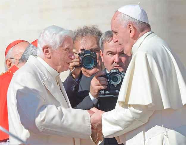 papa-francisco-benedicto-XVIpapa-francisco-benedicto-XVI