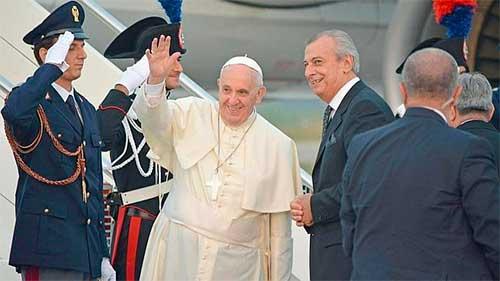 papa-francisco-en-albania-4