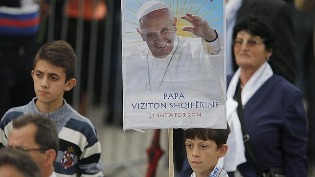 papa francisco en albania