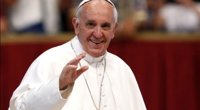 francisco papa saludando