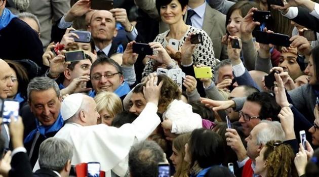 Papa con gente