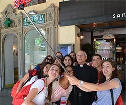 24205_selfie_con_don_jesus_garcia_burillo__obispo_de_avila