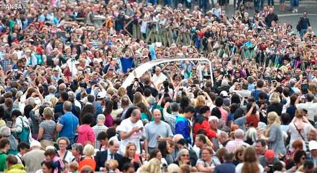 papa-francisco-multitud