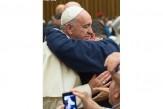 Papa-Francisco-abrazo
