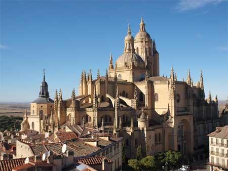 El patrimonio cultural de la iglesia es para servir y para for Segovia oficina de turismo