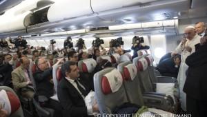 Papa-México-avión-periodistas