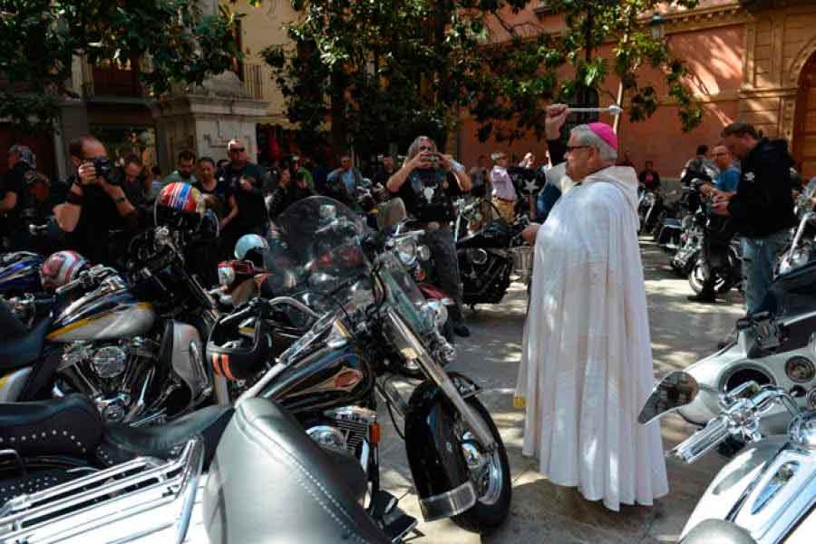 Acto de bendición de cerca de 200 motos Harley Davidson junto a la ...