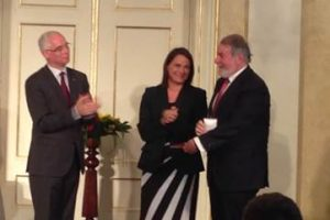 Mayor Oreja-Premio-familia-Hungría