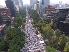 mexico-familia-manifestacion