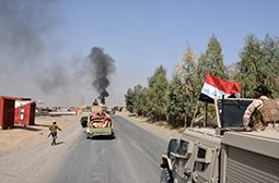 "EDITORS NOTE: Graphic content / Iraqi troops deploy in the town of Sharqat, 260 kilometres (160 miles) northwest of Baghdad and around 80 kilometres (50 miles) south of Mosul, on September 22, 2016 as Iraq announced that its forces have recaptured the northern town from the Islamic State group in an operation launched ahead of a push for the city of Mosul.  Iraqi forces ""completely liberated the Sharqat district, in Salaheddin province, and raised the Iraqi flag over the government headquarters"" in the town, the country's Joint Operations Command said in a statement that hailed the speed of the operation.  / AFP / Mahmud SALEH"