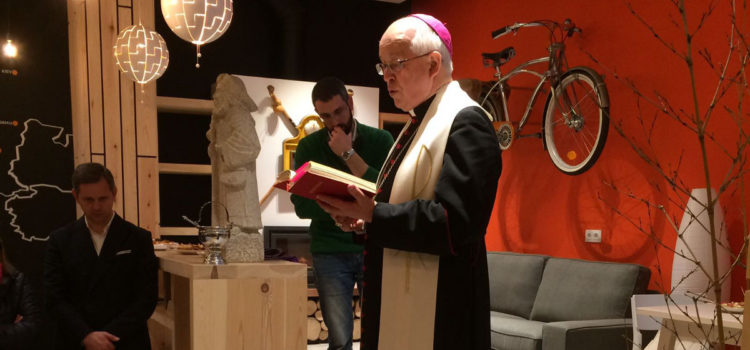 Monseñor Barrios asistió a la inauguración del albergue de Peregrinos de Milladoiro