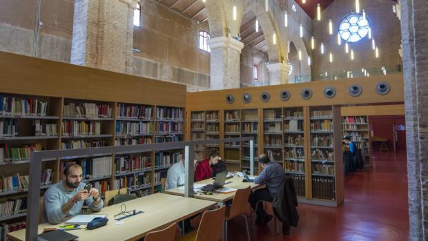 La biblioteca m s m gica de espa a en una iglesia for Biblioteca iglesia madrid