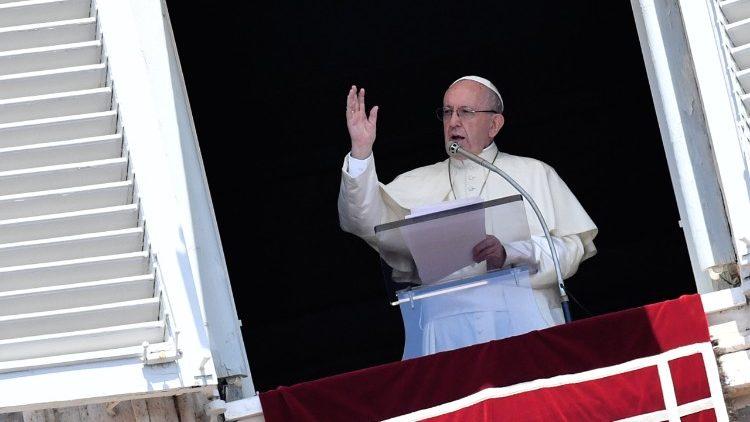 Papa Francisco llama a donar comida sobrante, en vez de tirarla