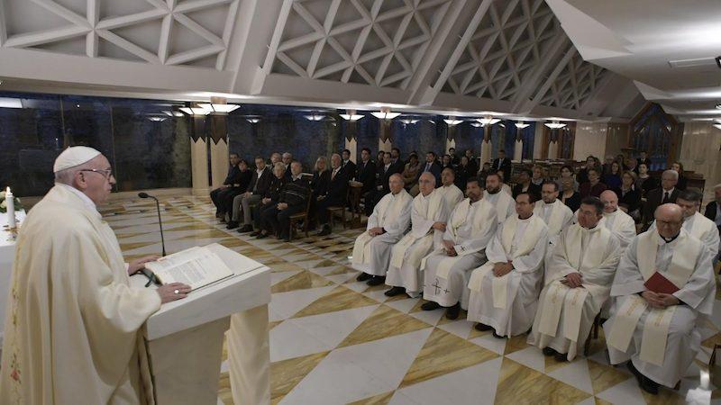 El papa Francisco califica el consumismo de