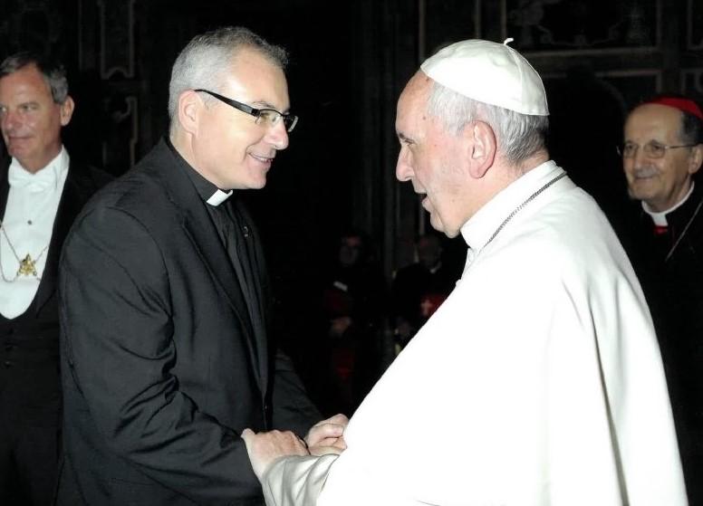 El Papa saluda a Sebastián Chico