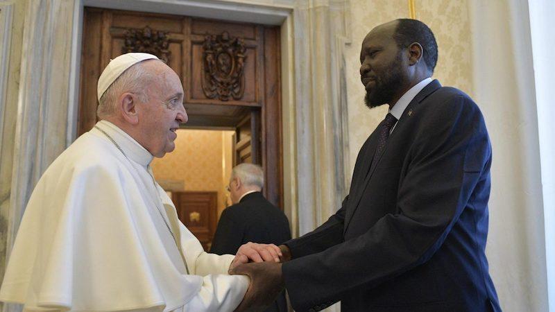 Papa Francisco besó los pies de los dirigentes de Sudán del Sur