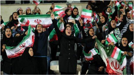 Mujeres iraníes celebran un gol en un partido contra Bolivia / EFE