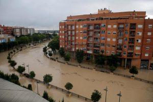 Orihuela, aislada por el desbordamiento del Segura que amenaza Murcia