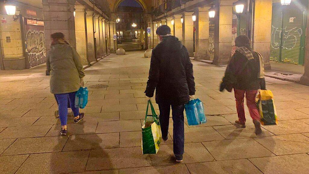 Tiscar Espigares Reparto de alimentos en la Plaza Mayor al inicio de la cuarentena