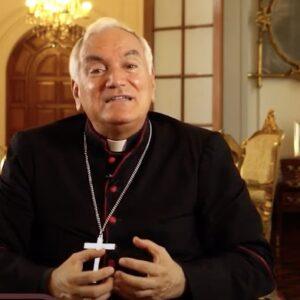Perú: El arzobispo de Lima, triste e indignado por la vacunación del nuncio