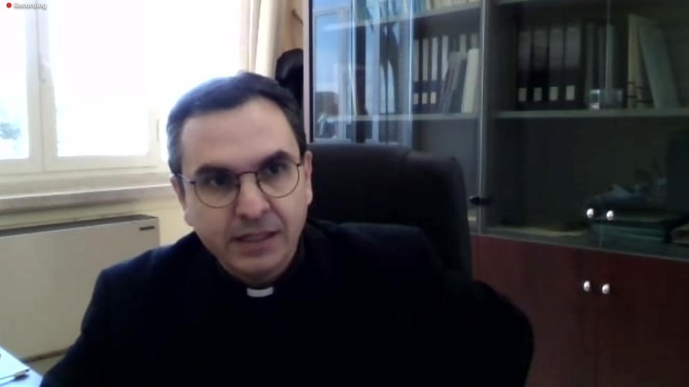 Muroni: «En internet no hay sacramentos»
