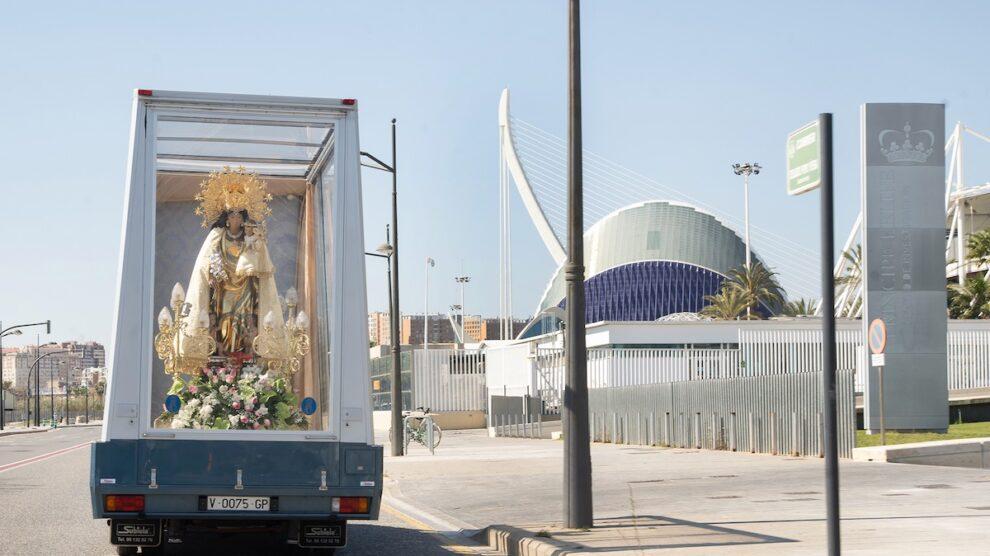 El «maremóvil» de la Virgen de los Desamparados recorrerá Valencia por segundo día consecutivo
