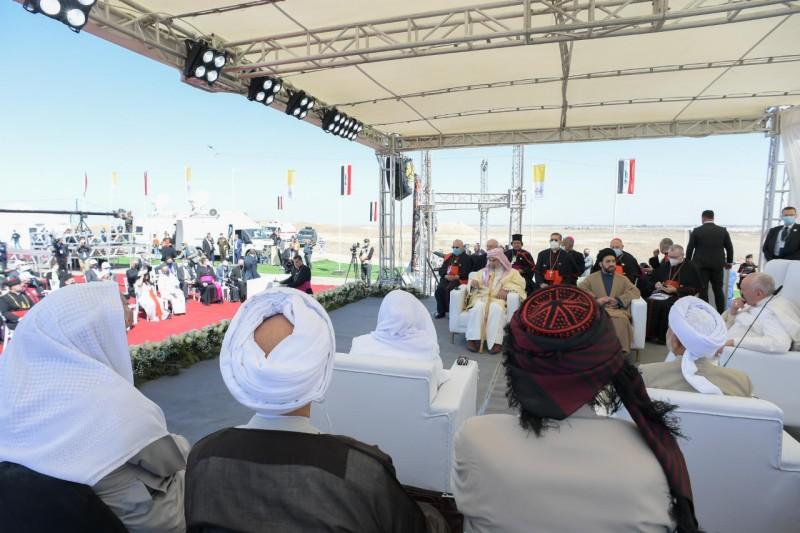 El primer ministro Mustafá Al Kadhimi, de 53 años, un exiliado de le época de Sadam, periodista y exjefe de los espías, quien asumió el cargo en mayo de 2020, ha dicho que «los cristianos representan uno de los componentes más auténticos de Irak», y ha deseado que regresasen pronto a su patria. «Irak es el país de todos los iraquíes y los cristianos son sus hijos originales». Con el actual gobierno se han producido significativos gestos para reconstruir la convivencia.